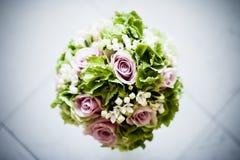 Brautblumenstrauß mit den weißen und rosa Blumen Stockfotografie