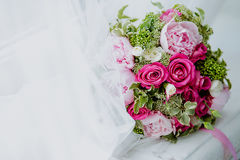 Brautblumenstrauß mit Rosen lizenzfreie stockbilder