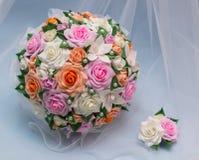 Brautblumenstrauß und Boutonniere Lizenzfreie Stockfotos