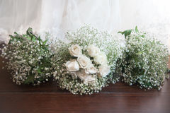 Brautblumenstrauß- und Brautjungfernblumensträuße Lizenzfreies Stockfoto