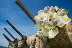 Brautblumenstrauß mit weißen Callas Stockfotos