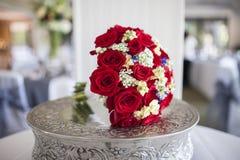 Brautblumenstrauß von roten Rosen Lizenzfreies Stockfoto