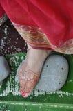 Brautfüße in der Vedic Hochzeit Lizenzfreie Stockfotos