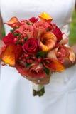 Brautholdingblumenstrauß Lizenzfreies Stockbild