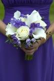 Brautjunfer mit Hochzeitsblumenstrauß Stockbilder