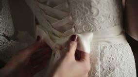 Brautkorsett wird oben gebunden stock footage