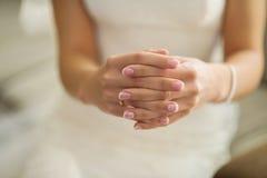 Brautmaniküre Lizenzfreie Stockbilder