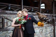 Brautpaare mit Adler Stockbild