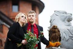 Brautpaare mit Adler Stockfoto