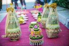 Brautpreis stellte in deluxe Platte in der thailändischen Hochzeitszeremonie ein Lizenzfreies Stockbild