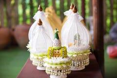 Brautpreis stellte in deluxe Platte in der thailändischen Hochzeitszeremonie ein Traditionelle Hochzeits-Zeremonie Stockbilder