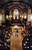 Brautzeremonie an einer Kirche Stockbild