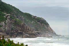 Brava海滩在弗洛里亚诺波利斯,圣卡塔琳娜州,巴西 免版税库存照片