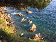 Brava mediterráneo de la costa Fotos de archivo