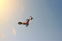 Brave stunt biker doing a difficult trick Royalty Free Stock Photography