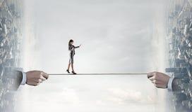 Bravez assez pour faire des étapes risquées Media mélangé Photographie stock
