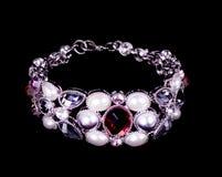 Brazalete hermoso con las perlas Fotos de archivo