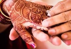 Brazaletes hindúes de la tradición india de la boda Fotografía de archivo