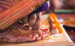 Brazaletes hindúes de la tradición india de la boda Imagen de archivo