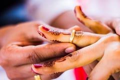Brazaletes hindúes de la tradición india de la boda Fotografía de archivo libre de regalías