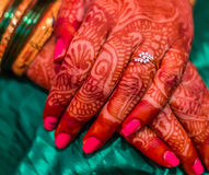 Brazaletes hindúes de la tradición india de la boda Fotos de archivo libres de regalías