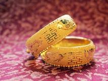 Brazaletes tradicionales chinos de la boda Imágenes de archivo libres de regalías