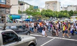 Braziliaans kruis de straat van commercieel centrum in Santa Teresa stock foto