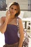 Braziliaans meisje op cellulair Royalty-vrije Stock Foto