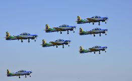Braziliaans Rookeskader die kunstvliegen op airshow doen stock foto