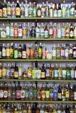 Braziliaanse alcoholische drankflessen stock foto's