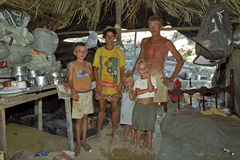 Braziliaanse armoede voor ouders met kinderen Stock Fotografie