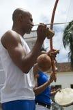 Braziliaanse Capoeira-Musici die Salvador Brazil spelen stock afbeelding