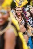 Braziliaanse Danser Struts With Confidence in de Parade van Atlanta Halloween Royalty-vrije Stock Afbeeldingen