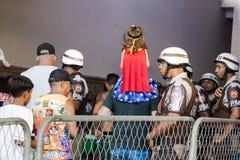 Braziliaanse Militaire politie die de menigte controleren bij Lift Lacerda royalty-vrije stock afbeeldingen