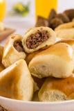 Braziliaanse snack Het gedeelte van vleesesfiha stock foto's