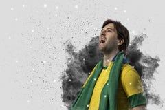 Braziliaanse voetballer die uit een ontploffing van rook komen Celebrat royalty-vrije stock foto's