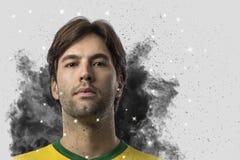 Braziliaanse voetballer die uit een ontploffing van rook komen Celebrat royalty-vrije stock afbeelding