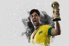 Braziliaanse voetballer die uit een ontploffing van rook komen Celebrat stock afbeeldingen