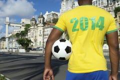 Braziliaanse Voetbalvoetbalster die het Overhemd Salvador dragen van 2014 Stock Foto