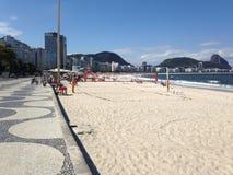 Brazils金黄沙滩和排球在里约 免版税库存图片
