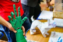 Brazo biomecánico, brazo del robot fotos de archivo libres de regalías