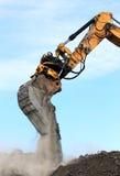 Brazo del excavador en la acción Foto de archivo libre de regalías