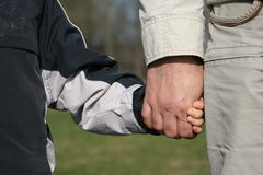 Brazo del hijo y brazo del padre Fotografía de archivo libre de regalías