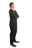 Brazos asiáticos del hombre de negocios de la vista lateral doblados Imagenes de archivo