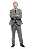Brazos felices del hombre de negocios doblados aislados en blanco Foto de archivo libre de regalías