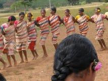 Brazos tribales de la conexión de las mujeres Foto de archivo libre de regalías
