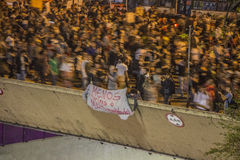 Brazylijczycy protestują przeciw wzrosta transportu opłatom publicznie - São Paulo obraz stock