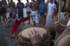 Brazylijczyka Capoeira okrąg z muzykami i widzami Zdjęcia Royalty Free