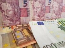brazylijscy banknoty i europejczyków rachunki obrazy stock