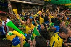 Brazylijscy fan piłki nożnej Świętuje zwycięstwo Zdjęcie Royalty Free